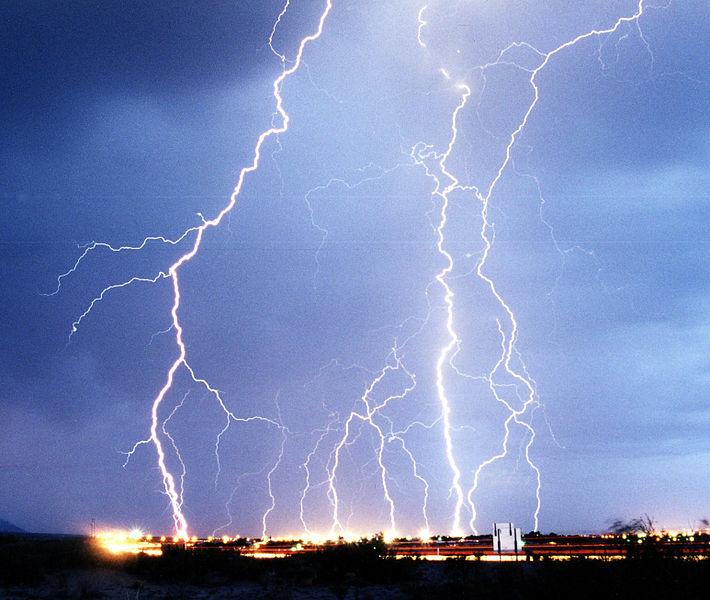 710px-Lightning3